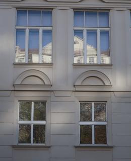 Kubistické prvky na přístavbě (Foto M. Polák, 2020)