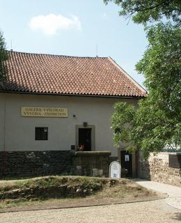Galerie Vyšehrad v roce 2003 ještě s původním vývěsním štítem (Foto M. Polák)