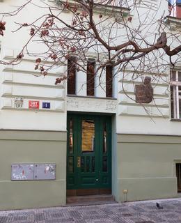 Umístění desky na domě (Foto M. Polák, 2021)