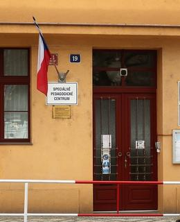 Vchod do školy (Foto M. Polák, 2021)