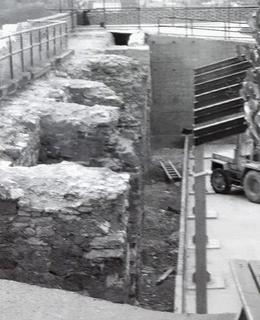 Archeologický průzkum v okolí purkrabství a knížecího paláce v roce 2003. Foto M. Polák