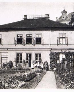 Dům s bytem a ordinací A. Heverocha