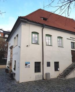 Roh budovy Podskalské celnice (foto D. Broncová, 2021)