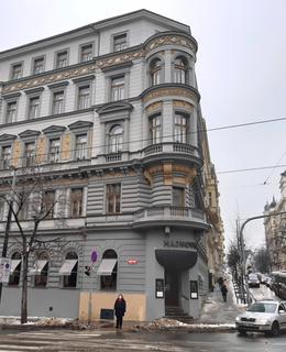 Nároží Vinohradské a Italské ulice v únoru 2021. Bývala tu Heinova aréna (foto D. Broncová, r. 2021)