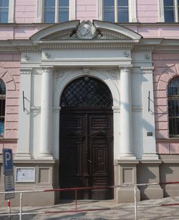 Portál školy (Foto M. Polák, 2021)