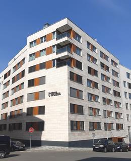 Objekt business centra s Rezidencí U Muzea se nachází naproti místu, kde bývalo divadlo Teatre salone italiano (foto D. Broncová v březnu 2021)