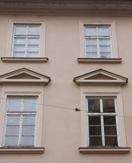 Okna domu čp. 1275 (Foto M. Polák, 2021)