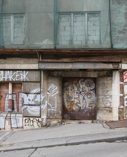 Bývalý vchod... (Foto M. Polák, duben 2021)