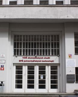 Škola, Podskalská 365/10. Foto P. Líbal