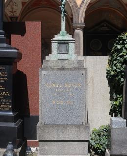Hrob sochaře K. Nováka na Vyšehradě (Foto M. Polák, květen 2021)