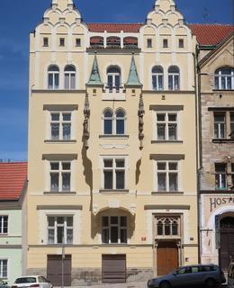 Dům ve Vratislavově ulici, kde Jar. Otčenášek vyrůstal (Foto M. Polák, květen 2021)