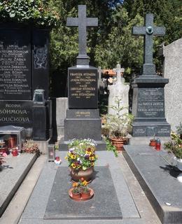 Hrob Jar. Otčenáška a jeho ženy Anny na Vyšehradském hřbitově (Foto M. Polák, 2021)