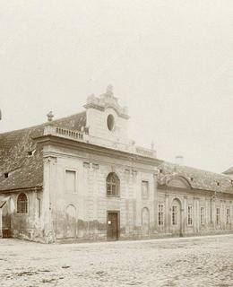 Městský chudobinec, Vyšehradská, kolem 1890 (před zbořením). Zdroj: MMP, č. H 013 890
