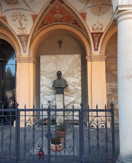 Hrob J. Otta v arkádách (foto D. Broncová)