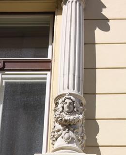 Dům Belgická, Rumunská čp. 238, detail. Foto P. Líbal