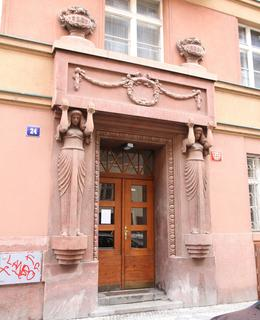 Těmito dveřmi vcházel Ludvík Souček (Foto M. Polák, 2021)