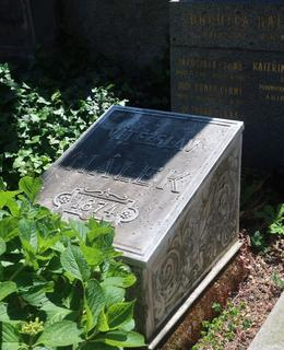 Hrob Vítězslava Hálka (Foto M. Polák, 2021)