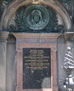Hrob Petra Matěje Fischera, zakladatele Slavína (Foto M. Polák, 2021)