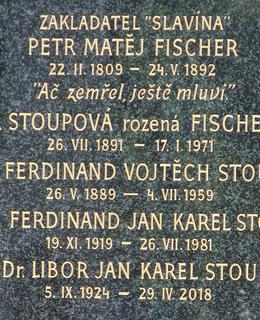 Náhrobní kámen rodiny Fischerovy (Foto M. Polák,2021)