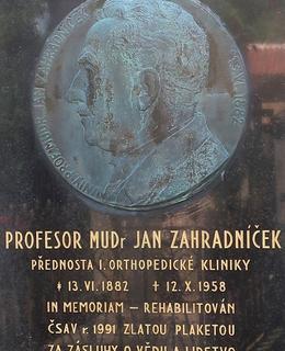 Náhrobní kámen Jana Zahradníčka (Foto M. Polák, 2021)