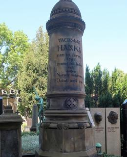 V. Hanka byl prvním spisovatelem, jemuž zřídil Svatobor náhrobek (Foto M. Polák)