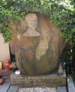 Hrob Rösslera-Ořovského na Vyšehradě (Foto M. Polák, 2021)