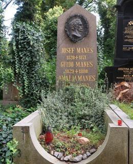 Hrob sourozenců Mánesových na Olšanech (Foto M. Polák, září 2021)