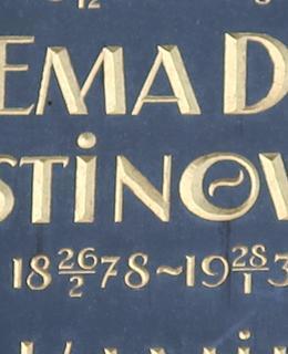 Jméno pěvkyně se vyskytuje v různých podobách - od Emmy Destinnové až po nejjednodušší nápis na Slav