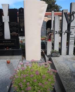 Režisérův hrob na Vyšehradě (Foto M. Polák, září 2021)