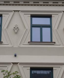 Detail dekorace fasády (Foto M. Polák, 2021)