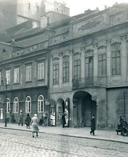 Dům U Zlatého lva, též Černý pivovar, před r. 1933