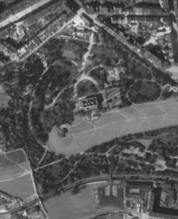 Letecký snímek 1945, Gröbeho vila a okolí. Zdroj: Web GIS Praha 2