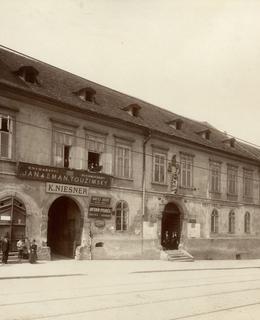 Dům čp. 288 na západní straně Karlova náměstí, 1899. MMP
