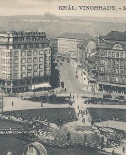 Mírové náměstí, asi 1933. Pohlednice.