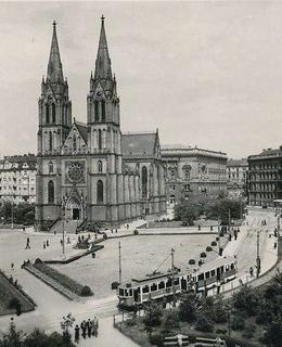 Náměstí s kostelem sv. Ludmily, 30. léta 20. století