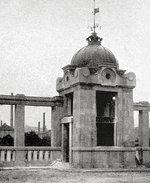 Limnigraf na Rašínově nábřeží kolem r. 1920. Zdroj: Vyšehradskej.cz