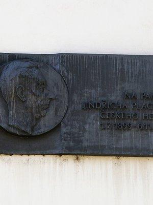 Jindřich Plachta, Perucká čp. 2247/18, Vinohrady (autor fotografie: Milan Polák)