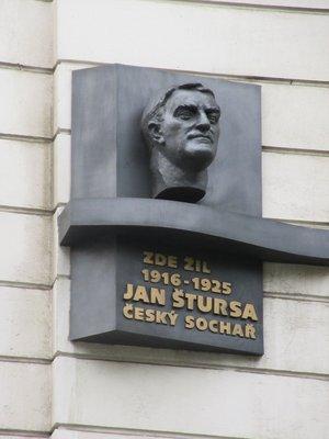 Jan Štursa, Anglická čp. 1219/27, Vinohrady (autor fotografie: Milan Polák)