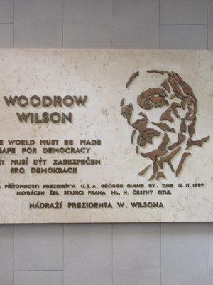 Woodrow Wilson, Wilsonova čp. 300/8, Nové Město, Hlavní nádraží, průchod z odjezdové haly (autor fotografie: Milan Polák)