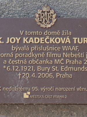 Joy Kadečková Turner, Podskalská čp. 432/3, Nové Město (autor fotografie: Milan Polák)