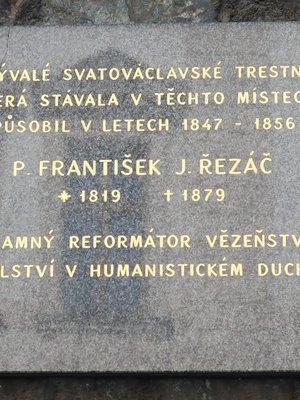 František Josef Řezáč, Resslova čp. 300/6, opěrná zeď kostela sv. Václava, Nové Město