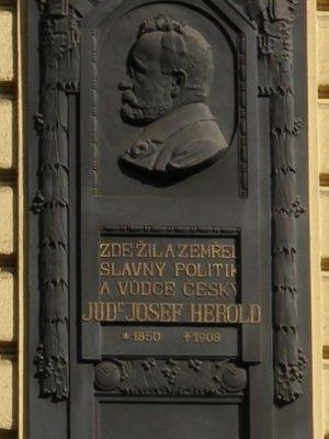 Josef Herold, Francouzská ulice čp. 593/5, Vinohrady (autor fotografie: Milan Polák)