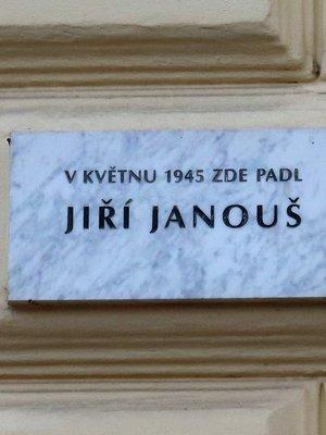 pamětní deska J. Janouše (autor fotografie: Milan Polák)