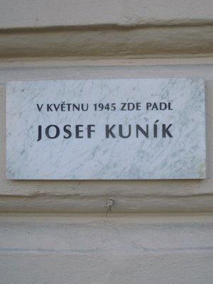 Pamětní deska Josefa Kuníka (autor fotografie: Dagmar Broncová)