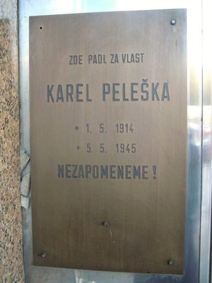 Pamětní deska Karla Pelešky (autor fotografie: Dagmar Broncová)