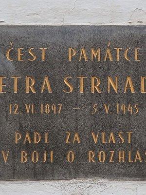 Pamětní deska Petra Strnada (Foto Milan Polák, 2020)