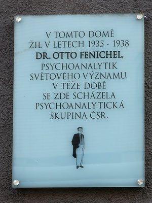 Pamětní deska Otto Fenichela (Foto M. Polák, 2020)