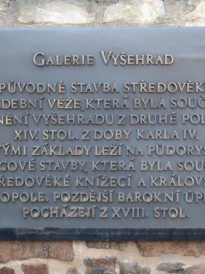 Pamětní deska Galerie Vyšehrad (Foto M. Polák, 2020)
