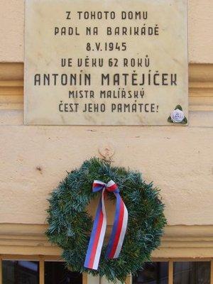 Pamětní deska (Foto webgis.praha2, historické dědictví)