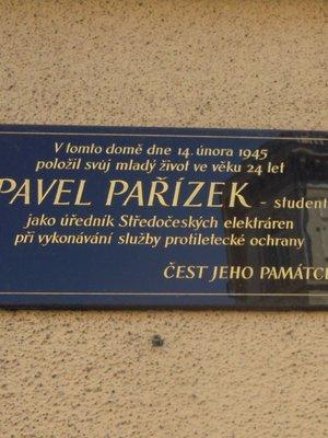 Pamětní deska Pavla Pařízka (foto D. Broncová)